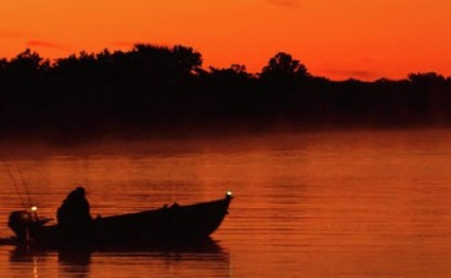 cropped-morning-fishing-on-the-lake